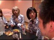 ドSな痴女ギャル達が温泉旅館でM男達と乱交してるスワッピンク動画